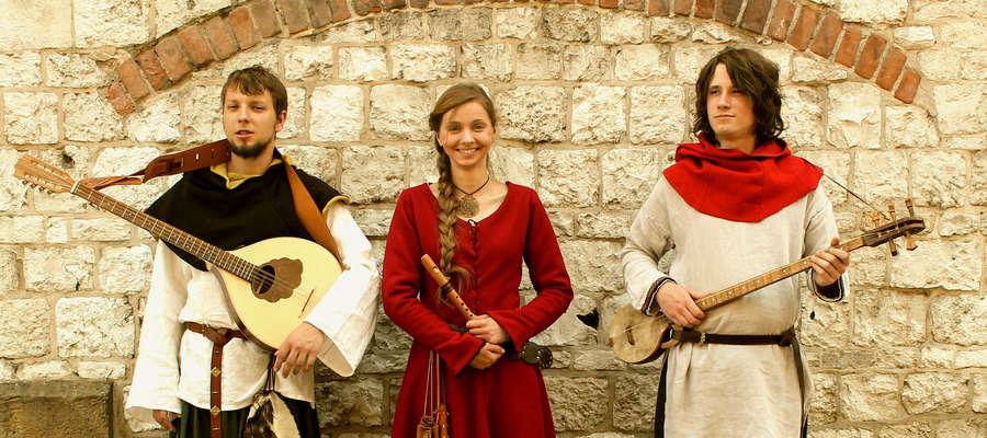 Zespół Fleurdelis, który powstał w 2015 roku, tworzą Paulina, Miłosz i Jędrzej. W niedzielę wystąpią w Pasłęku