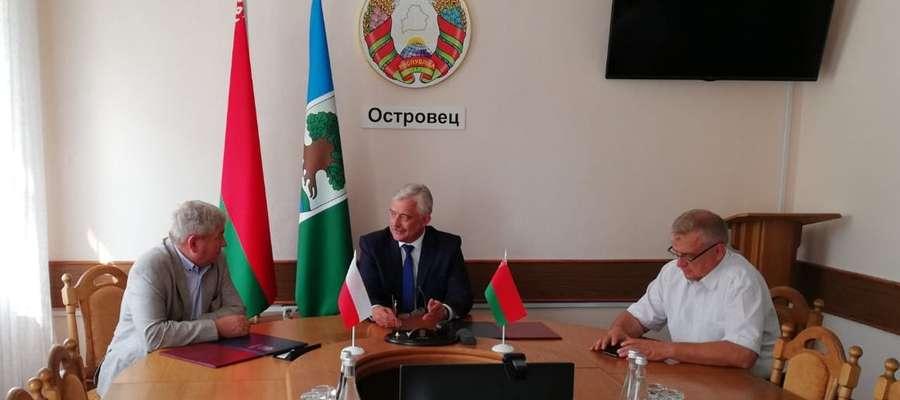 Starosta Powiatu Lidzbarskiego oraz Przewodniczący Ostrowieckiego Regionalnego Komitetu Wykonawczego Igor Shaludzin, podpisali umowę o dalszej współpracy gospodarczej