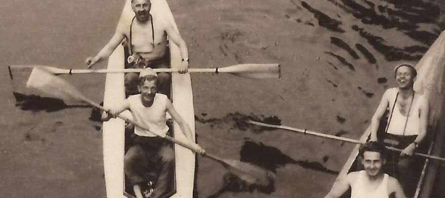 6. Ostródzkie kajaki w Iławie – 1956 r. Z lewej: A. Feczko i S. Zienowicz, z prawej: M. Prokopowicz i J. Ciunelis