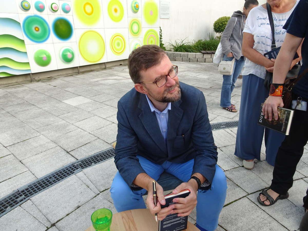 Jacek Dukaj na spotkaniu z czytelnikami w Planecie 11