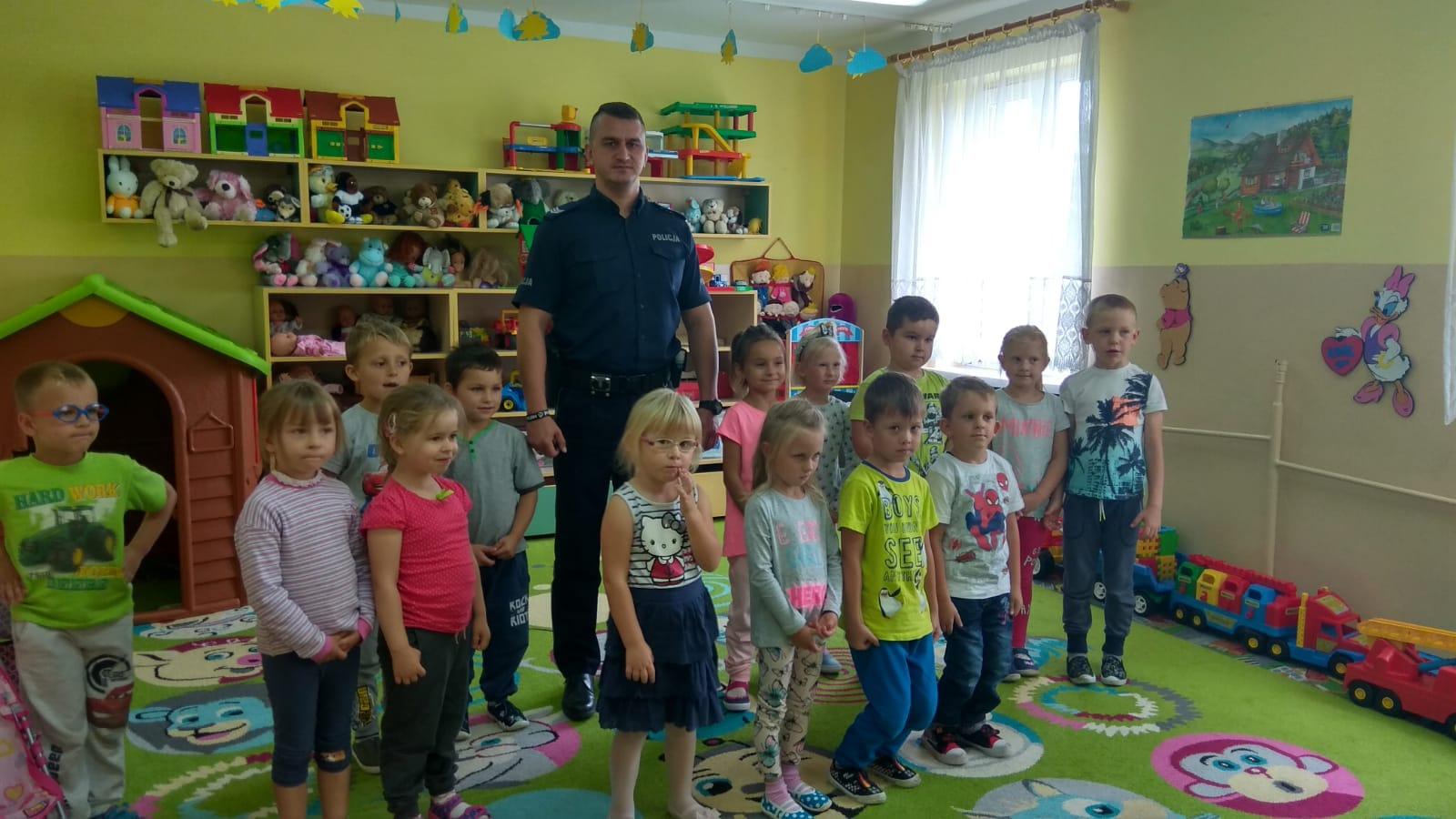 http://m.wm.pl/2018/09/orig/0000064153-olecko-bezpieczny-pocza-tek-roku-szkolnego-policjanci-w-szkolach-2-495162.jpg