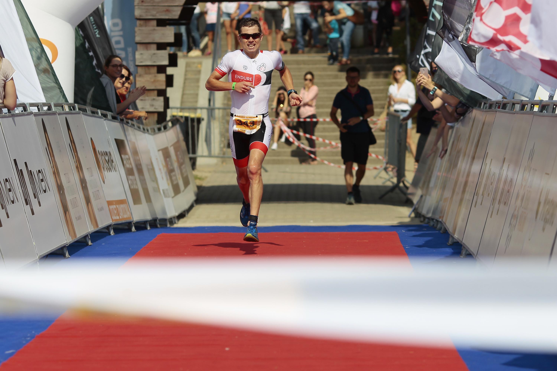 http://m.wm.pl/2018/09/orig/lotto-triathlon-energy-mragowo-pod3826-492360.jpg