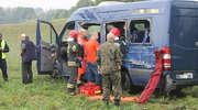 Trzy osoby w szpitalu po zderzeniu busa z TIR-em [FILM Z MONITORINGU]