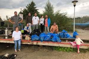 Nurkowie sprzątali dno kąpieliska w Wielochowie