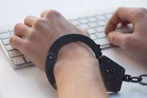 Kolejne wyłudzenia na Facebooku. Policja ostrzega