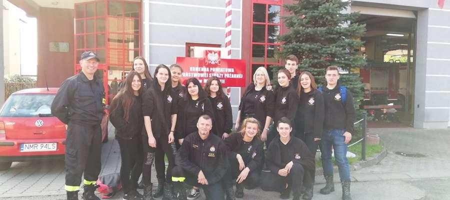 Przyszli strażacy z wizytą w komendzie