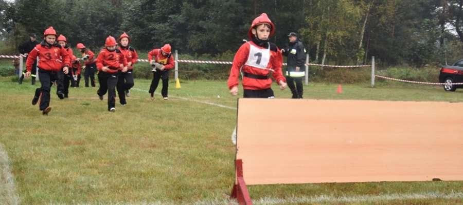 Sztafeta 9x50 m i ćwiczenie bojowe weszły w skład konkurencji 5. Powiatowych Młodzieżowych Zawodów Sportowo-Pożarniczych