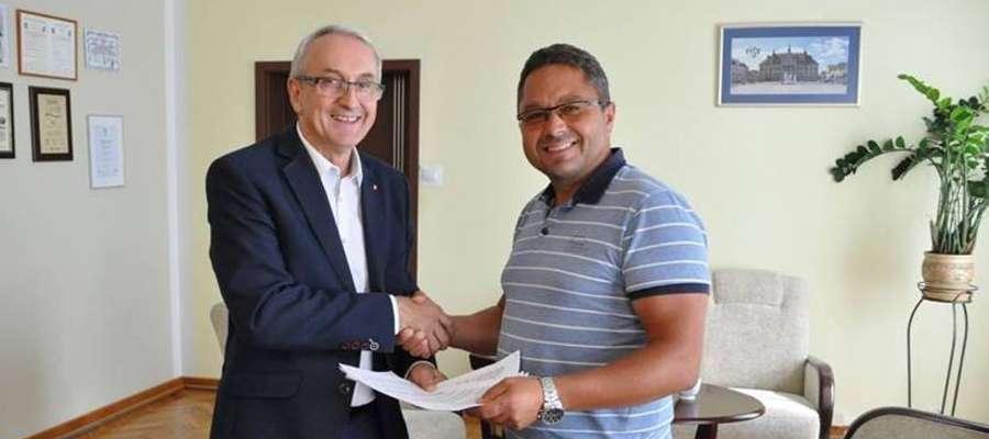 Podpisanie umowy na budowę drogi