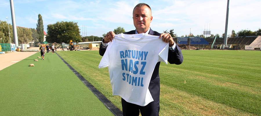 Napis na koszulkach, które prezes klubu Maciej Radkiewicz wręczył na środowej konferencji przedstawicielom mediów, nie pozostawia wątpliwości, w jakiej sytuacji jest Stomil Olsztyn...