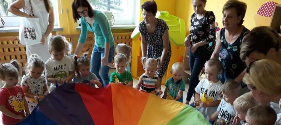 Dzieci poznawały przedszkole i dobrze się bawiły