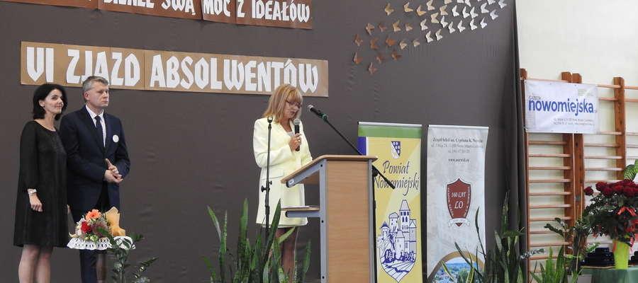 Przy mównicy Ewa Kubacka, organizatorka zjazdu