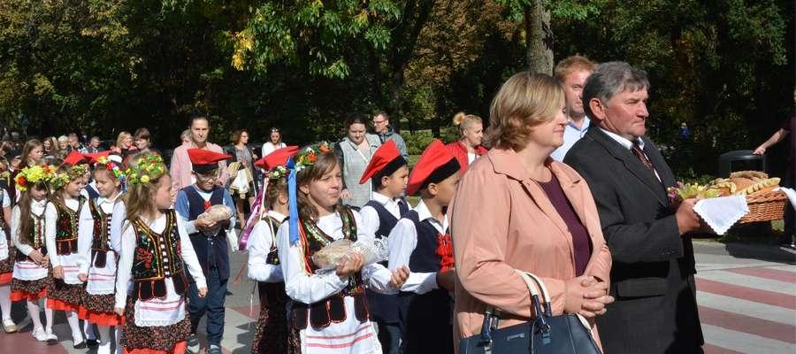 Mieszkańcy gminy Olecko bawią się na dożynkach [ZDJĘCIA]