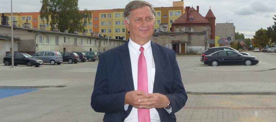 Burmistrz Adam Żyliński spotkał się z mediami przy ul. Jasielskiej w Iławie