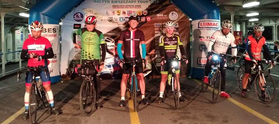 Grzegorz Zaranko (trzeci od lewej). Ostatnie sekundy przed startem