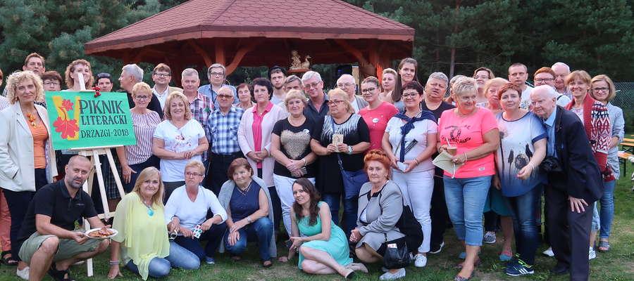 Uczestnicy V Pikniku Literackiego w Drzazgach