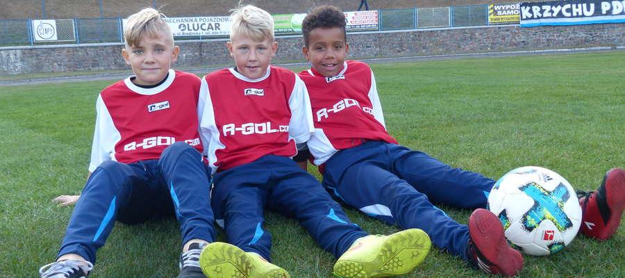 Ci młodzi panowie odpowiadają na stadionie Jezioraka Iława za jak najszybsze dostarczenie piłki na boisko. Zgodnie z danym im słowem, publikujemy ich zdjęcie na naszym portalu