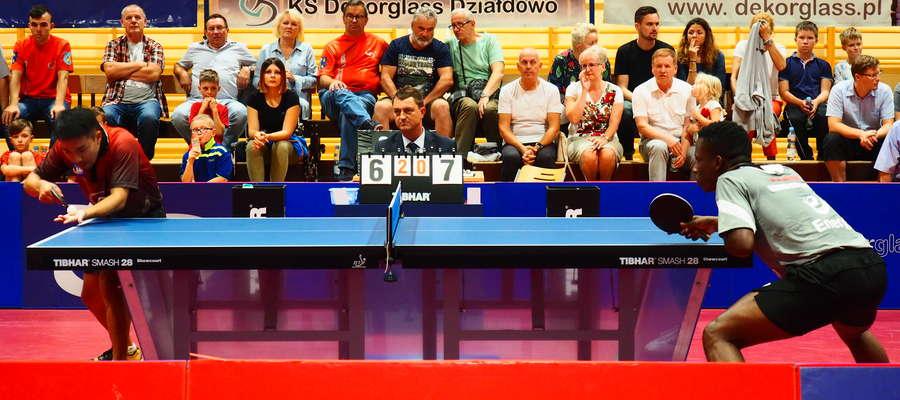 Taku Takakiwa pokonał Abdela Kader Salifou 3:0