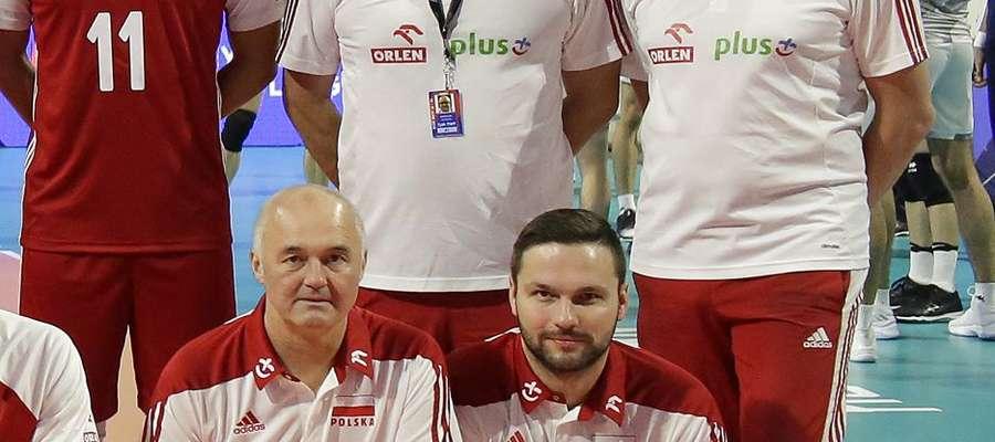 W gronie współpracowników Vitala Heynena (pierwszy z prawej) jest m.in. Mariusz Szyszko (stoi obok niego)