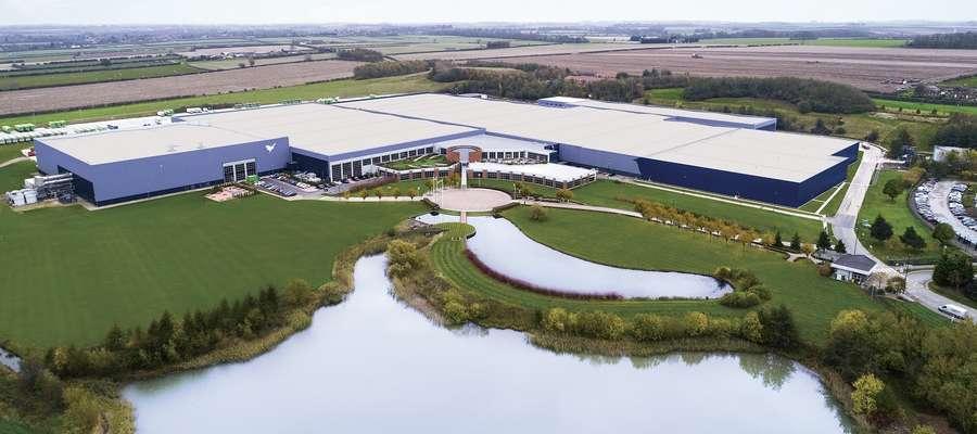 Duża firma meblowa oferuje dobrze płatną pracę w Anglii! Sprawdź kogo szukają
