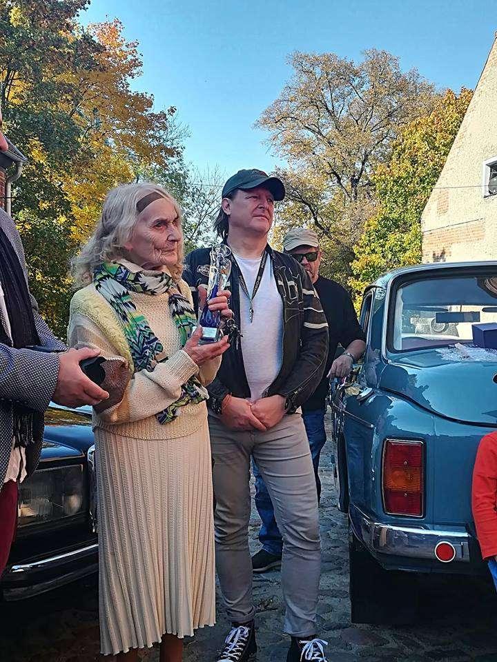 Pani Mirosława od soboty jest honorowym członkiem Olsztyńskiego Klubu Motorowego im. Mariana Bublewicza