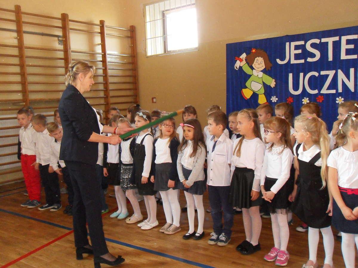 Bohaterowie uroczystości w szkole w Biskupcu