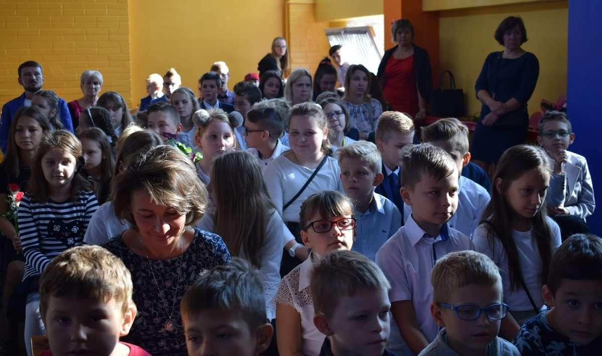 Uczniowie również przekazali życzenia z okazji Dnia Edukacji Narodowej