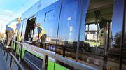 Volkswagen wjechał pod tramwaj. Oba pojazdy zostały mocno zniszczone [ZDJĘCIA]