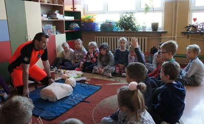Uczniowie poznawali zasady udzielania pierwszej pomocy