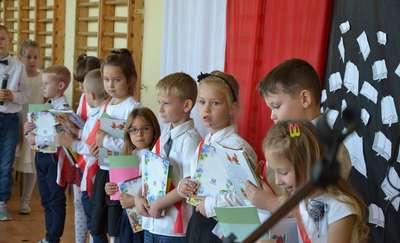 Ślubowanie uczniów klasy I Szkoły Podstawowej w Kiwitach