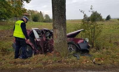 Nie żyje pasażer samochodu prowadzonego przez 18-latka [ZDJĘCIA]