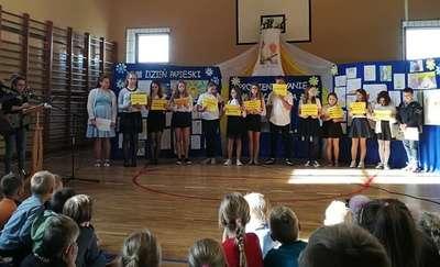 XVIII Dzień Papieski w Szkole Podstawowej w Biskupcu