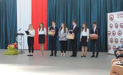 Serce za serce - Dzień Edukacji Narodowej w I LO w Olecku