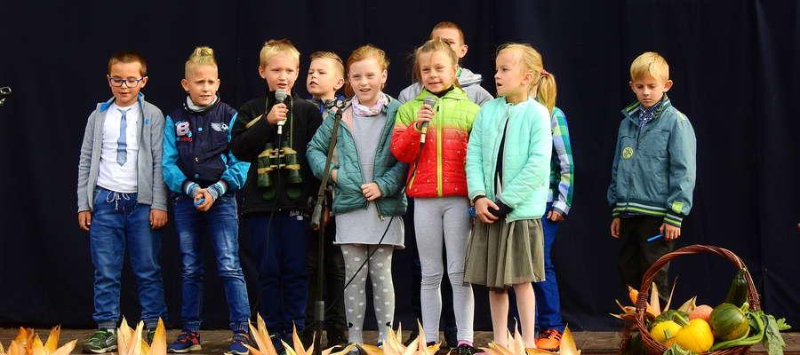 """Występy najmłodszych uczniów na festynie w """"Trójce"""""""