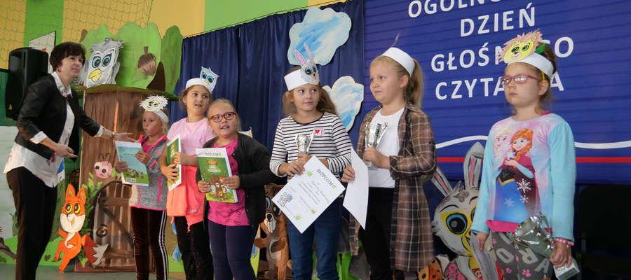 Dzieci otrzymały nagrody za prace plastyczne