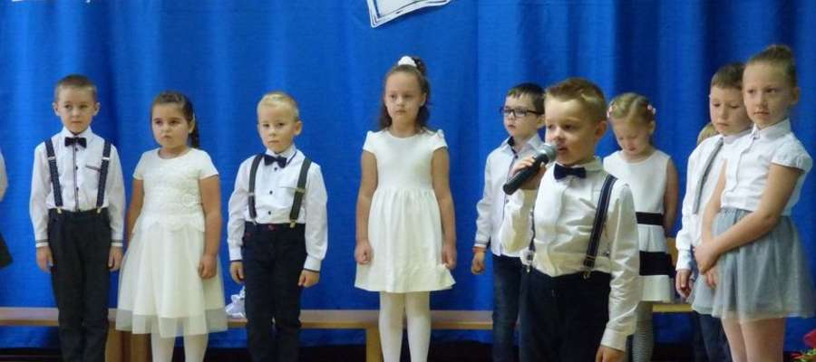 Przedszkolaki podziękowały nauczycielom wierszem, tańcem i piosenką...