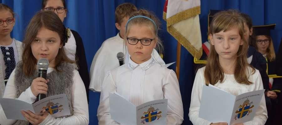 Uczniowie przedstawili montaż słowno - muzyczny