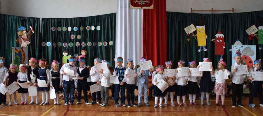 Bohaterowie uroczystości w szkole w Marzęcicach
