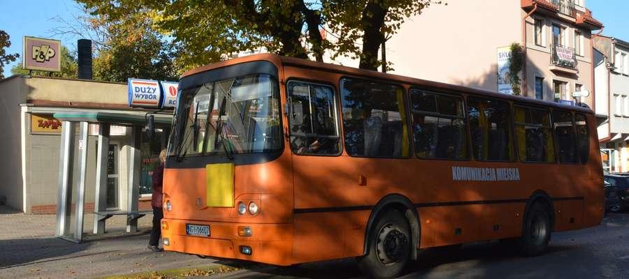 Autobus komunikacji miejskiej w Olecku