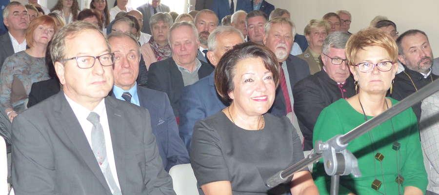 Pierwsza część uroczystości odbyła się w sali konferencyjnej Szpitala Powiatowego w Iławie. Na zdjęciu m.in. Iwona Orkiszewska, Marek Polański i Grażyna Taborek
