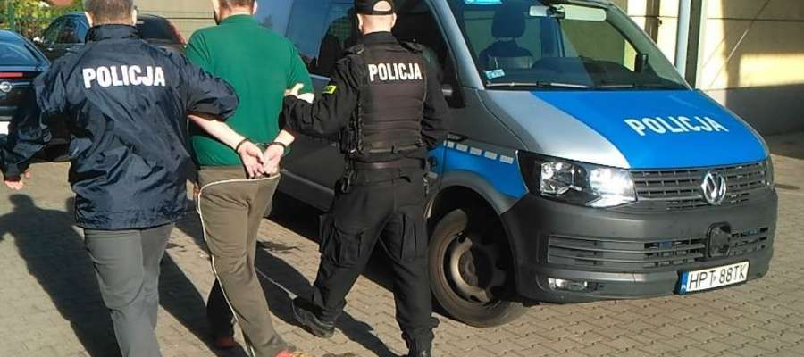 Zatrzymany 45-latek w asyście policji