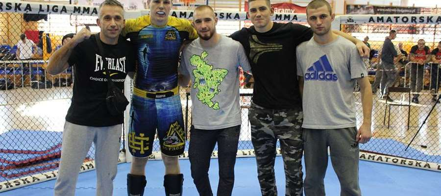 Artur Dziki (drugi z lewej) w Bydgoszczy zdobył złoty medal MMP