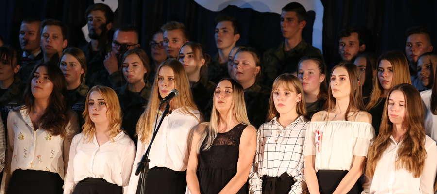 Patriotyczna wieczornica została zorganizowana w Zespole Szkół już po raz siódmy