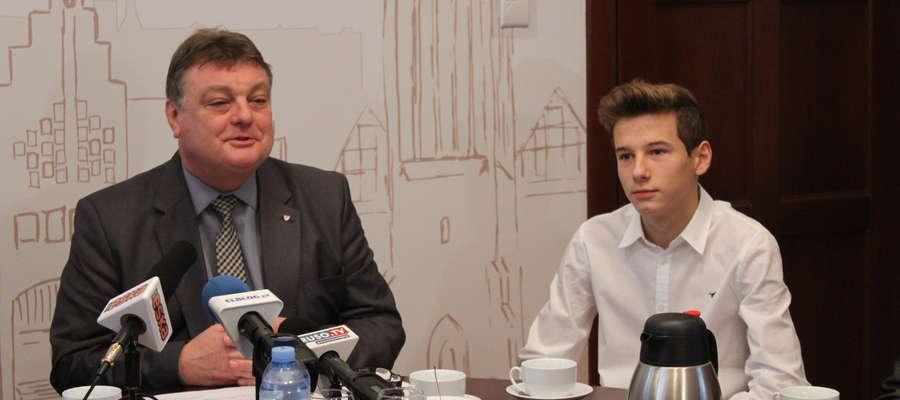 Młody sportowiec został zaproszony do ratusza na spotkanie z prezydentem Elbląga