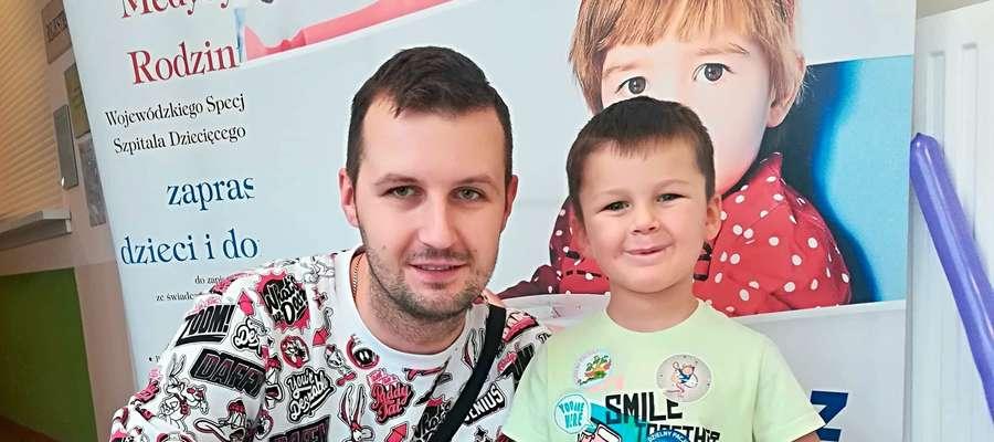 Fot. Archiwum prywatne Mariusz Żebrowski z synkiem, 3-letnim Filipem