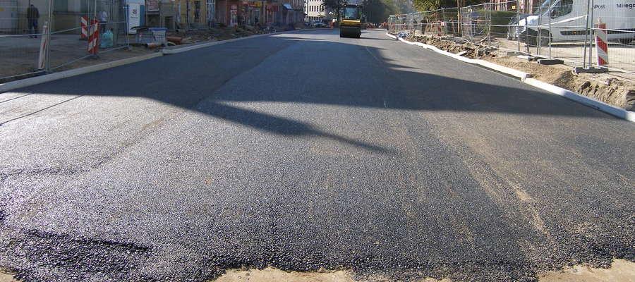 Na fragmencie ul. Partyzantów nowy asfalt był już w sierpniu