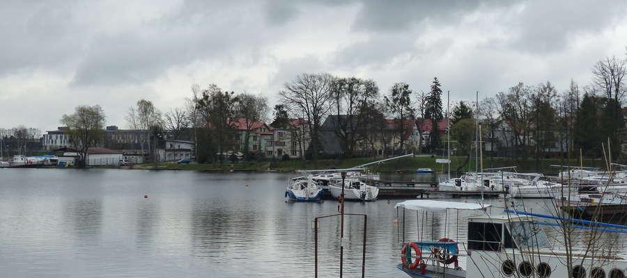 Brzeg Jezioraka w Iławie — zdjęcie jest ilustracją do artykułu