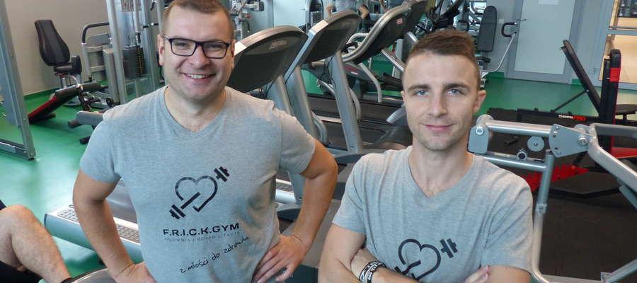 O odpowiedni trening we F.R.I.C.K. GYM zadbają trenerzy Łukasz Kamiński (z lewej, właściciel siłowni) i Piotr Wróbel