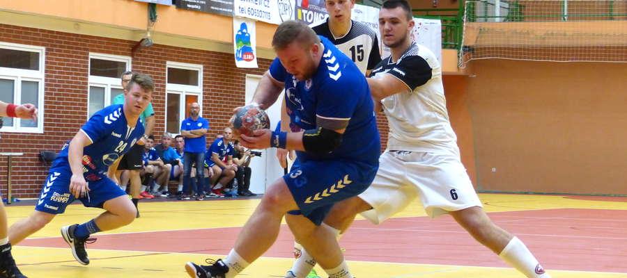 W meczu z SMS-em II Gdańsk najwięcej bramek (7) dla drużyny z Iławy rzucił powracający po kontuzji Maciej Malinowski