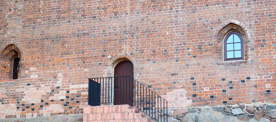 Schody furty wodnej należy wykonać w sposób harmonizujący z elewacją zamku