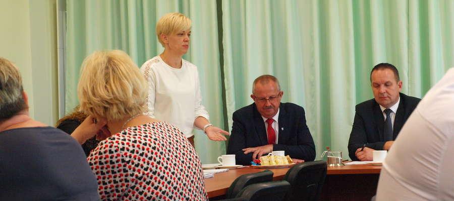 Skarbnik Aneta Sałach poinformowała radnych, że Gmina nie musi zwracać pieniędzy